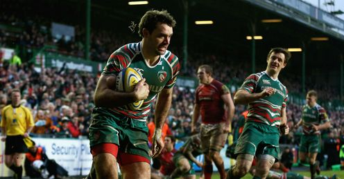 Niall Morris of Leicester Tigers scores a try