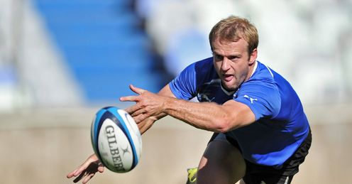 Sarel Pretorius passing at Cheetahs training