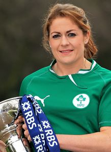Ireland captain Fiona Coghlan poses with the Women s Six Nations trophy