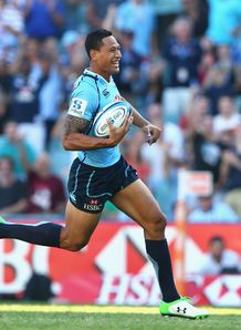 Israel Folau on his way to scoring for Waratahs