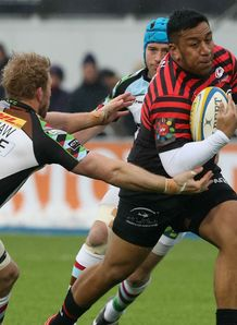 Mako Vunipola of Saracens charges upfield past Chris Robshaw