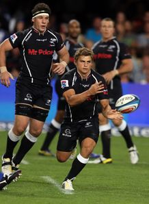 Sharks fly half Pat Lambie passing