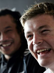 Tana Umaga with Brian O Driscoll before game one of 2005 Lions series