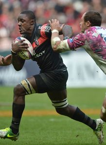 Toulouse s flancker Yannick Nyanga C vies with Stade Francais s number 8 Sergio Parisse