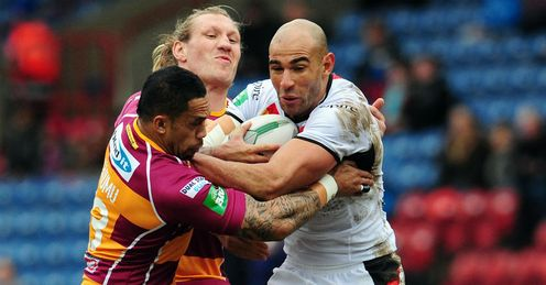 Chev Walker Bradford Bulls tackled by Eorl Crabtree and David Faimu