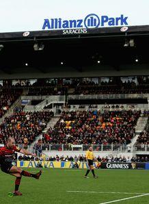 Charlie Hodgson of Saracens converts at Allianz Park