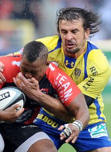 Clermont s locks Julien Pierre v Toulon