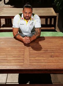 Fotu Auelua at Wallaby table