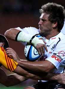 Francois Steyn taking contact for Sharks