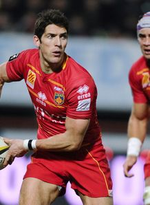 James Hook about to pass for Perpignan