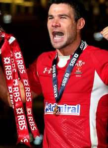 SKY_MOBILE Mike Phillips wales