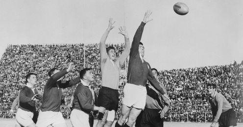 1962 - British Lions hooker Bryn Meredith competes with Northern Transvaal lock Stompie van der Merwe