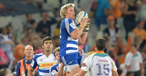 Stormers centre Jean de Villiers catching one