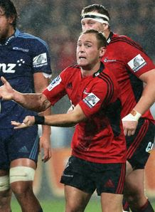 Crusaders nine Andy Ellis passing in the rain