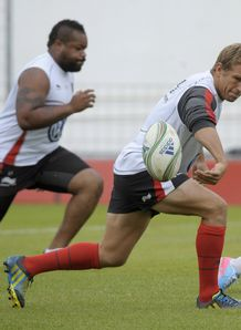 Jonny Wilkinson offload Toulon training