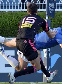 Leinster Rob Kearney evades Stade Francais