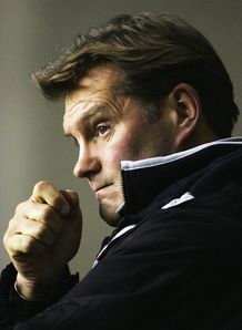 Glenn Hoddle says the FA must give more support to the England U21 coach