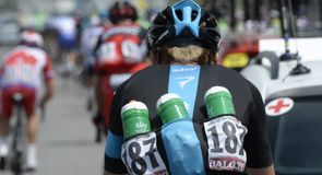 Kanstantsin Siutsou helped out with bottle duty on stage 17 of the Giro d'Italia