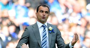 Martinez to hold Everton talks