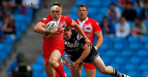 Theo Fages L of Salford City Reds makes a break
