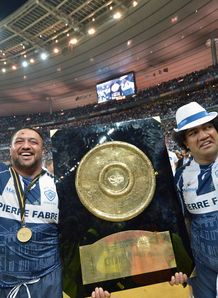 Castres New Zealander prop Karena Wihongi L and Tongan prop Saimone Taumoepeau celebrate with the Bouclier de Brennus