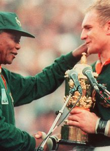 SKY_MOBILE GALLERY IMAGE Nelson Mandela and Francois Pienaar South Africa win Rugby World Cup 1995