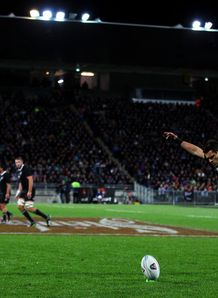 Dan Carter about to kick for All Blacks