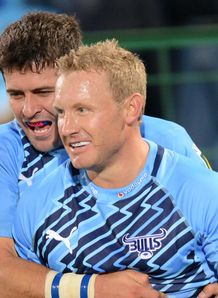 Jano Vermaak of Bull celebrates with Morne Steyn