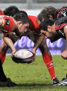 Biarritz and Stade Francais scrum