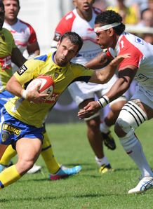 Morgan Parra taking contact for Clermont