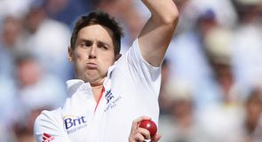 Woakes signs Warwickshire deal