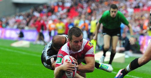Wigan Warriors Iain Thornley scores a try under pressure from Hull FC s Danny Houghton