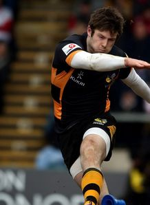 Elliot Daly kicking for Wasps