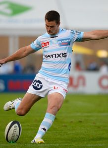Jonathan Sexton kicking for Racing Metro