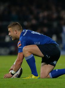 Leinster Rugby s Ian Madigan prepares for a penalty