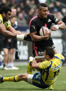 Stade Francais winger Waisea Vuidravuwalu R up v Clermont