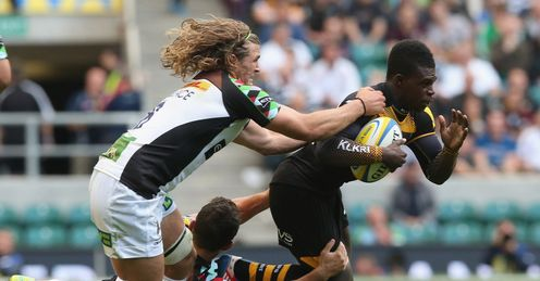 Christian Wade of Wasps is held by George Lowe and Luke Walllace