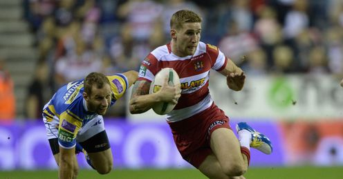 Sam Tomkins of Wigan gets past Rob Burrow of Leeds