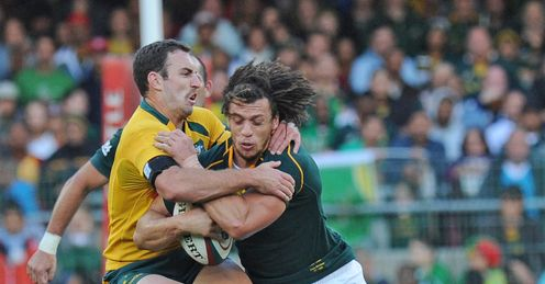 Zane Kirchner of the Springboks battles with Nic White of the Wallabies