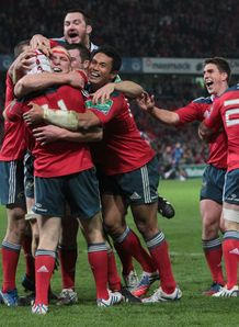 Munster celebrate Johne Murphy try