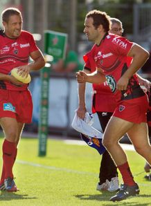 Toulon Jonny Wilkinson L leaves the field injured as Frederic Michalak C enters