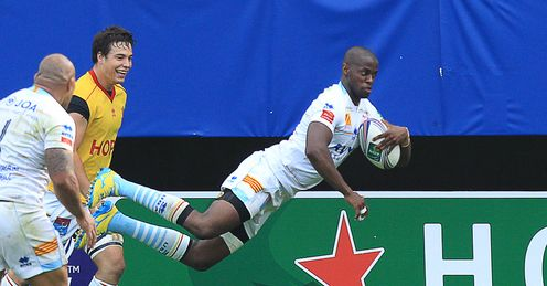 Wandile Mjekevu diving over for Perpignan