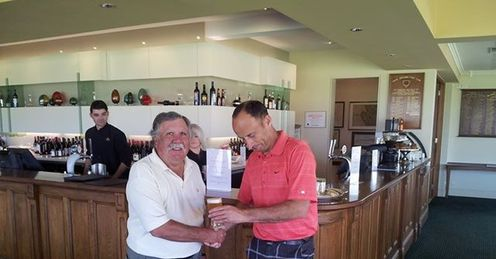 Nasser Hussain buys a drink! A defeat for the team at Royal Adelaide Golf Club