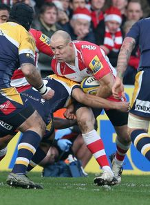 Mike Tindall of Gloucester takes on the Worcester defence