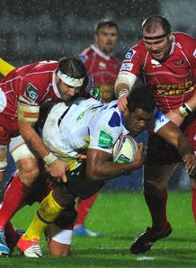 Napolioni Nalaga try Clermont Scarlets