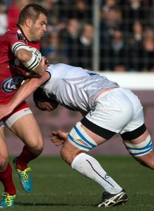 Toulon s winger Drew Mitchell L vies with Montpellier