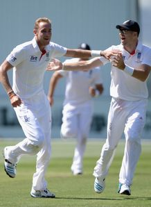 Ashes 2013-14: James Anderson and Stuart Broad claim three wickets for England on day two