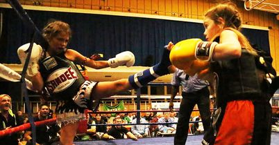 Muay Thai kick Isabella Gilbert; Amber King