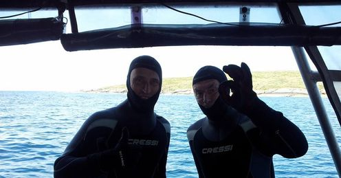 Nasser Hussain and David Lloyd shark diving