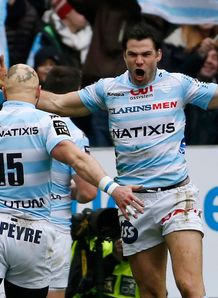 Racing Metro s scrum half Mike Phillips R scores a try